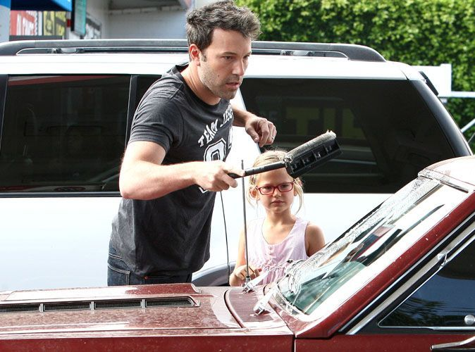 Photos ben affleck il apprend violet comment for Ou nettoyer sa voiture