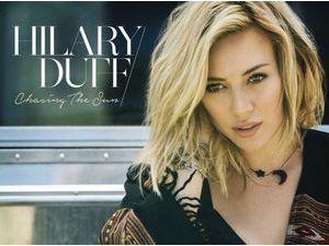 Hilary Duff : elle signe son come-back musical avec Chasing the Sun !
