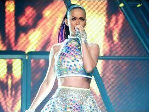Katy Perry : le coeur lourd pour sa visite d'Auschwitz...