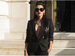 Photos : Ayem Nour : elle a mis le paquet pour essayer d'éclipser Jennifer Lopez chez Versace !