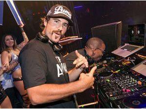 Photos : Brody Jenner : il dégaine un look moustachu pour mettre le feu aux platines à Las Vegas !