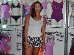 Photos : Laure Manaudou : peau halée et jolies gambettes pour présenter sa nouvelle collection de maillots de bain !