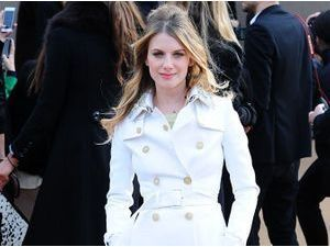 Photos : Mélanie Laurent à la Fashion Week de Londres : un trench sinon rien au défilé Burberry !