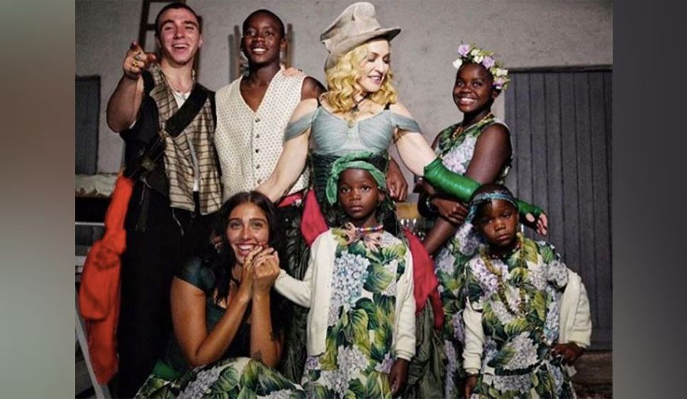 Madonna prend la pose entourée de ses 6 enfants : la photo qui affole Instagram